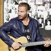"""Sasha (Schmitz) deutscher Singer Songwriter auch als Altaego Dick Brave unterwegs, in seinem Lieblingsrestaurant """"Bullerei"""" von Tim Mälzer, Lagerstraße 34b"""