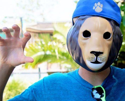 Wütend und verletzend wie ein Löwe